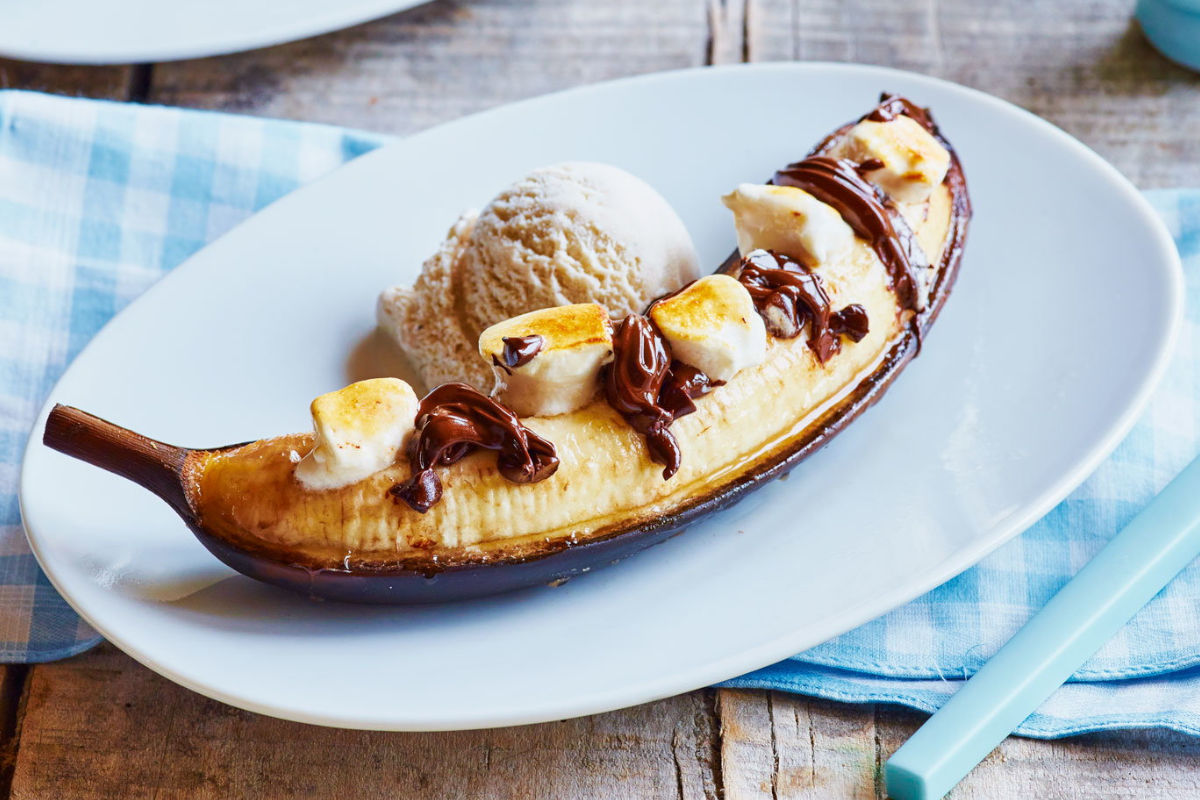 Bananas stuffed with chocolate and marshmallow