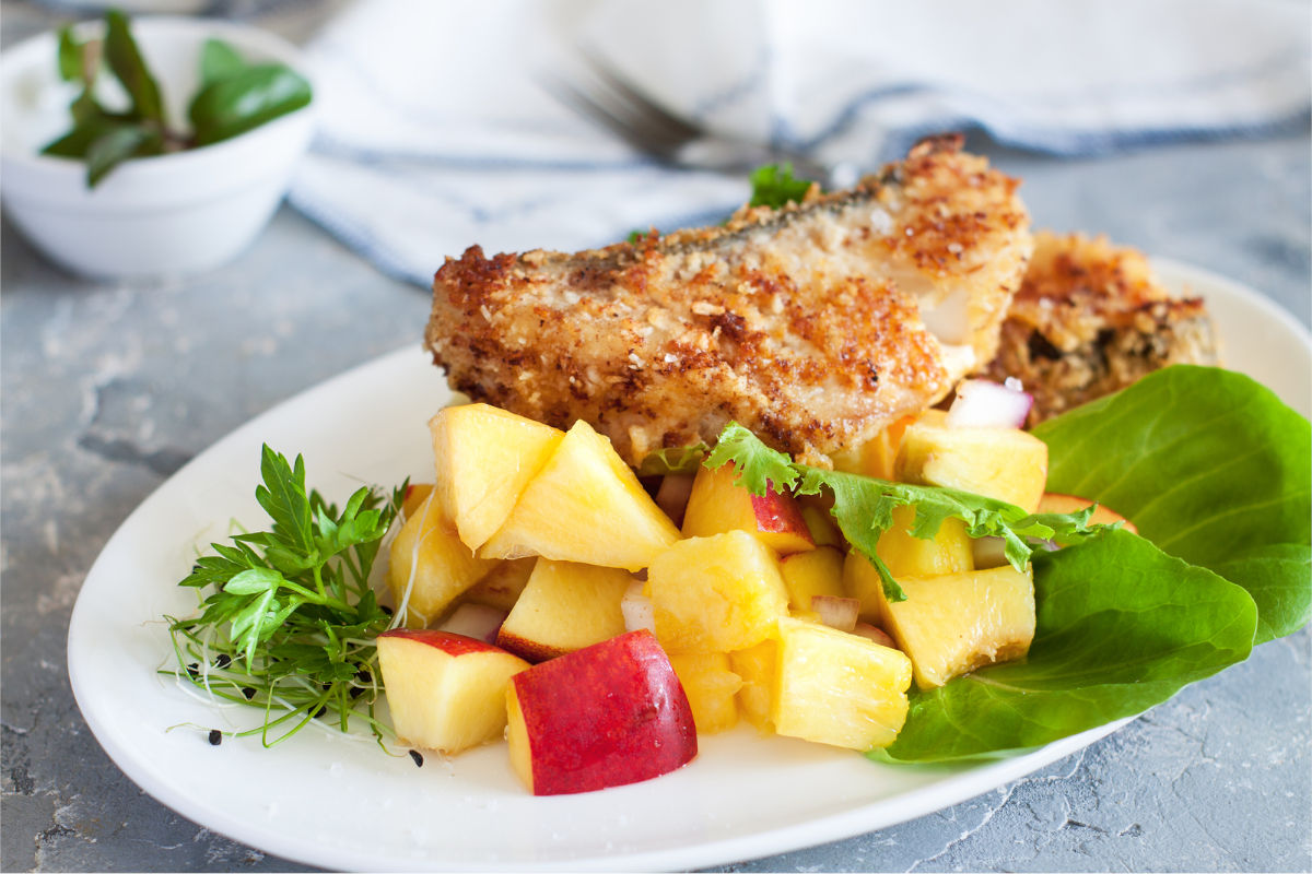 Black cod crusted served with fruits